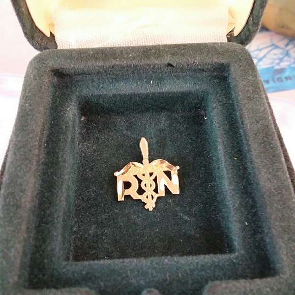 Jewelry - Vintage 14KT  SOLID Y GOLD R.N Pendent Excellent